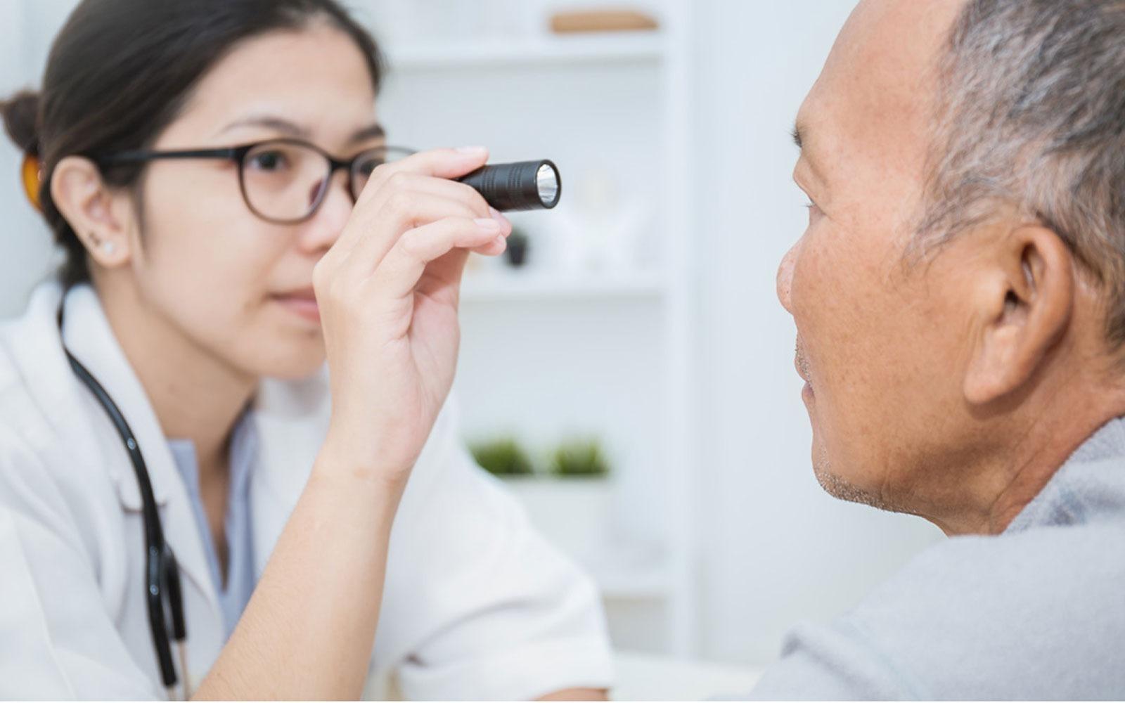 Cara Mengatasi Gangguan Penglihatan akibat Komplikasi Diabetes