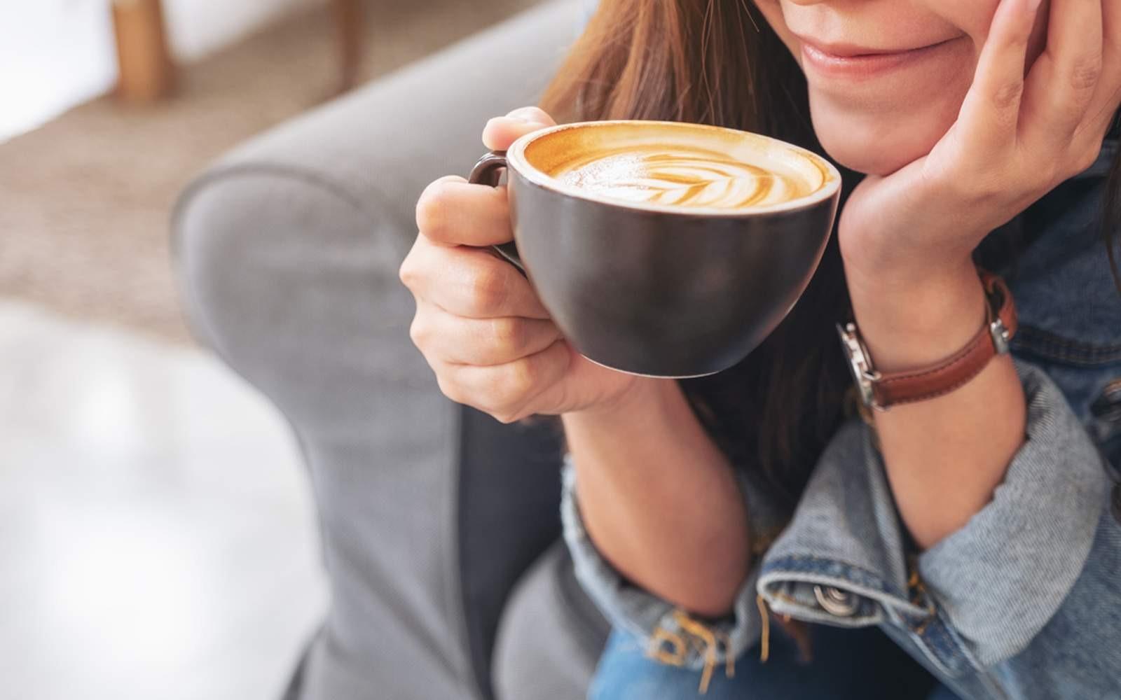 3 Minuman Untuk Menurunkan Berat Badan minum kopi