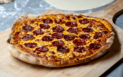 Resep Pizza Pepperoni dan Daging Iris
